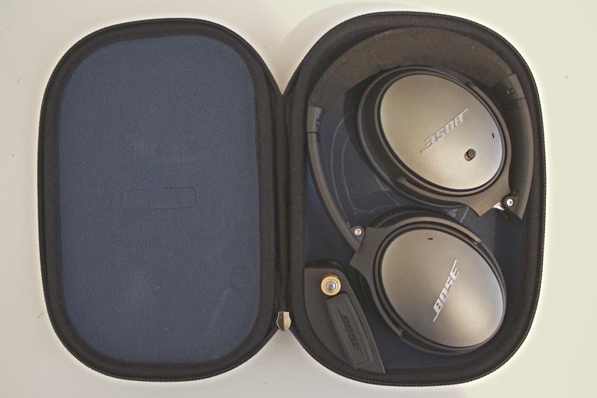 Die Kopfhörer können in der mitgelieferten Tasche verstaut werden