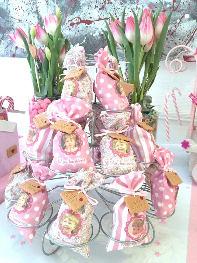 présentoir sachet dragées bapteme, rose, blanc