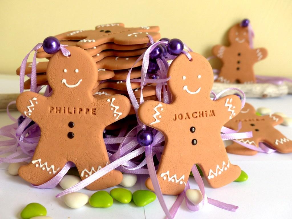 Biscuit décoratif en porcelaine froide, avec prénom pour marque-place ou cadeau d'invité.  Mannele ou bonhomme pain d'épice, alsacien, alsace.