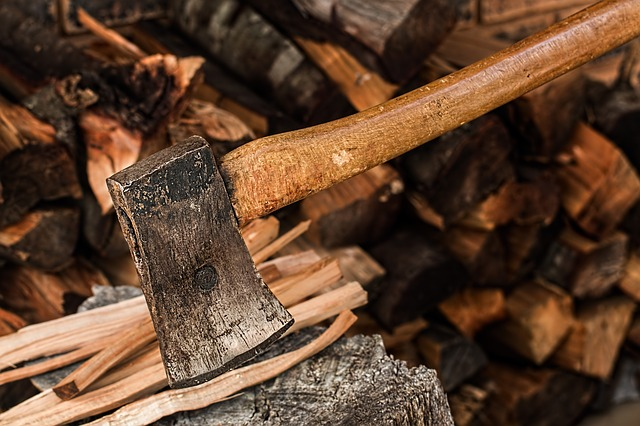 Firewood - Does It Matter Whаt I Burn іn Mу Outdoor Fіrе Pit?