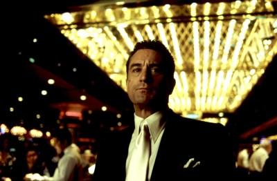 Sam 'Ace' Rothstein (Robert de Niro), iluminado por el poder en Casino