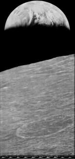 La Terra sorge sull'orizzonte lunare (credit: NASA.gov)