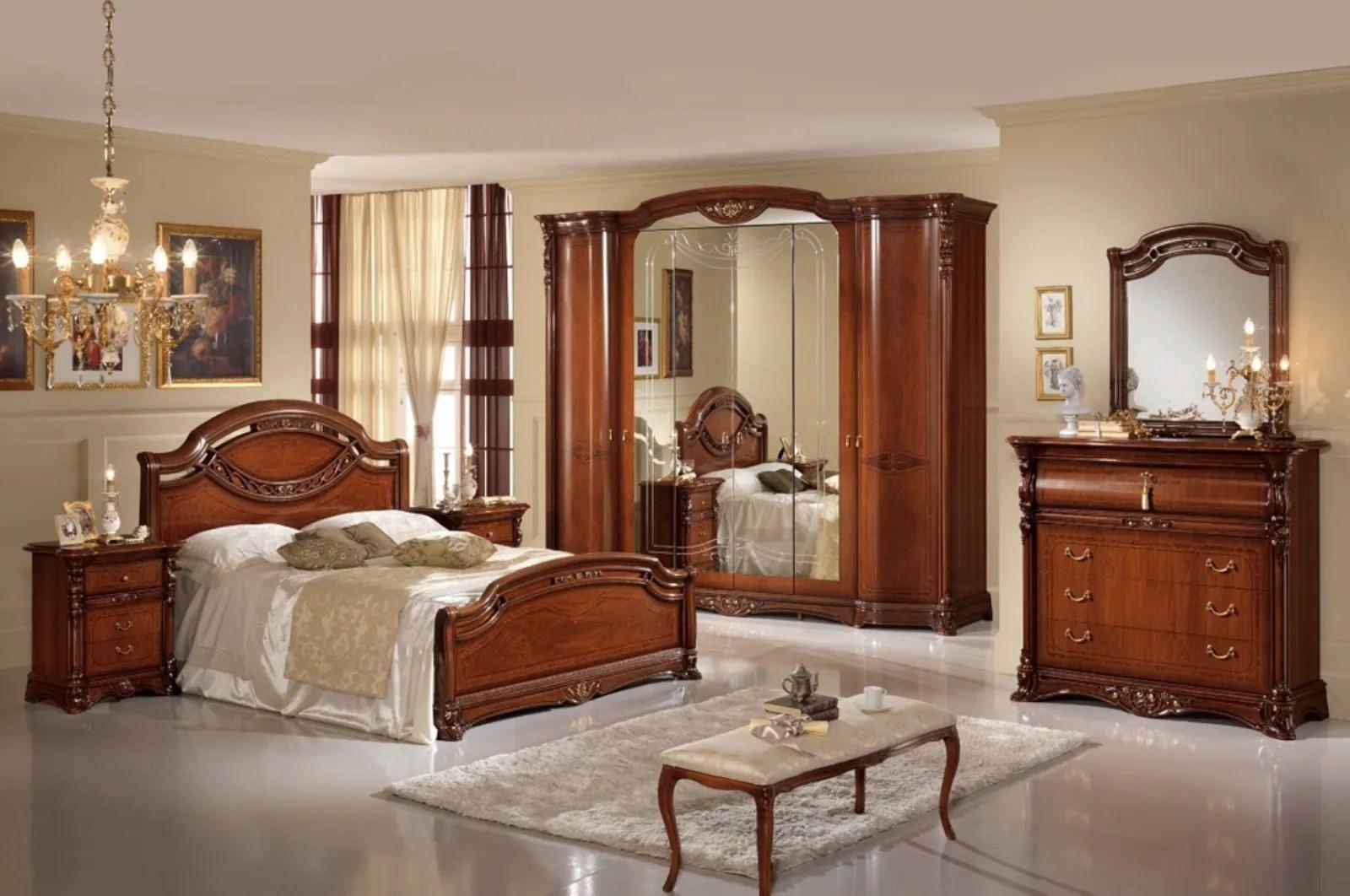 Se i mobili in arte povera sono color legno, si possono benissimo abbinare a colori più scuri, come l'azzurro o il blu. Camere Da Letto
