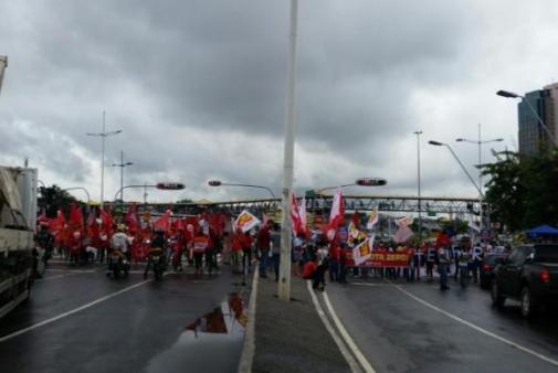 Protesto-contra-Impeachment_Salvador_congestionamento_5-km_Avenida-ACM