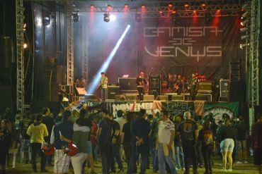 """Palco dos shows do """"November Rock"""", evento realizado durante o Encontro de Motociclista de Feira Santana 2017."""