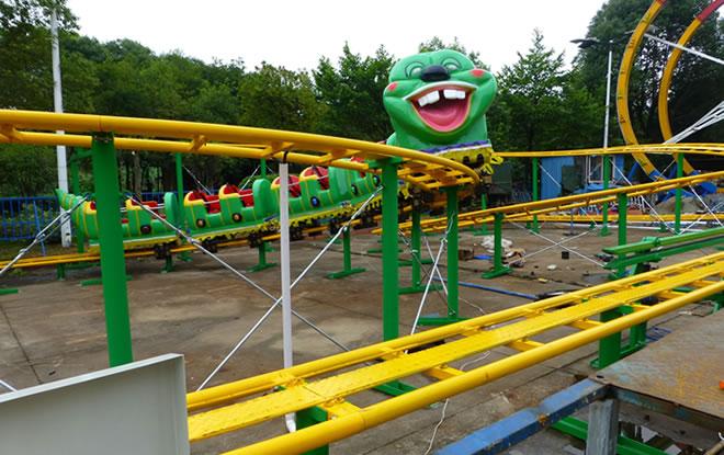 wacky worm ride