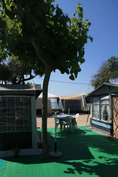 Parcela del Camping Playa Paraiso de Villajoyosa en Alicante