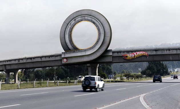 hot wheels loop advertisement