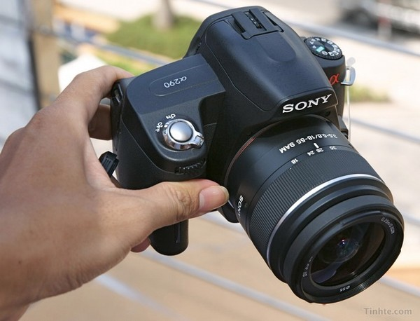 Sony's entry-level A290 DSLR smiles for the camera