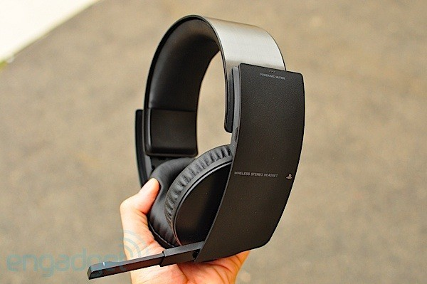 sony ps3 wireless stereo headset review gaming hype. Black Bedroom Furniture Sets. Home Design Ideas