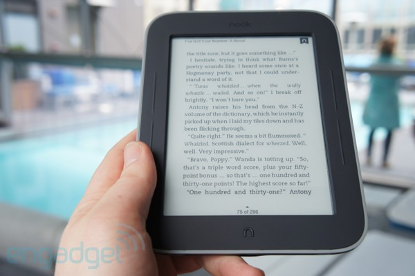Barnes & Noble slashes Nook Simple Touch with GlowLight to $119, assures us it's not Kindle-related