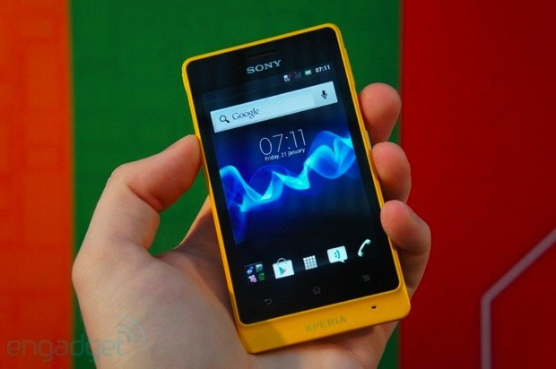 Sony ships Xperia advance to the US, offers unlocked ruggedness for $300