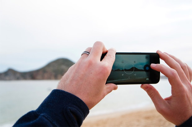 University student crafts app that helps blind smartphone users snap photos
