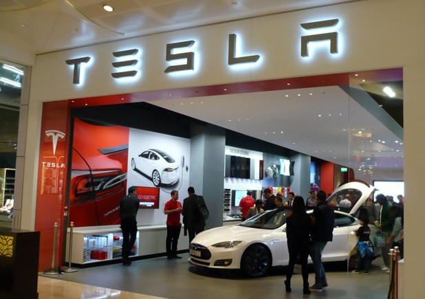 Tesla opens London showroom, will sell righthand drive Model S starting at 55,000