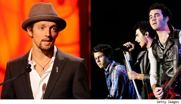 Did the Jonas Brothers steal Jason Mraz's tune? Well, it sure sounds like it