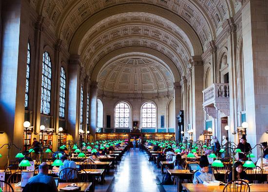 Boston Public Library   Foto: Brian Johnson via Wikimedia Commons