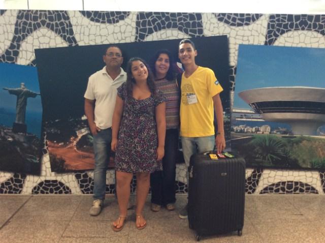 Lucas, seus pais e sua irmã caçula   Foto: Lucas Martins