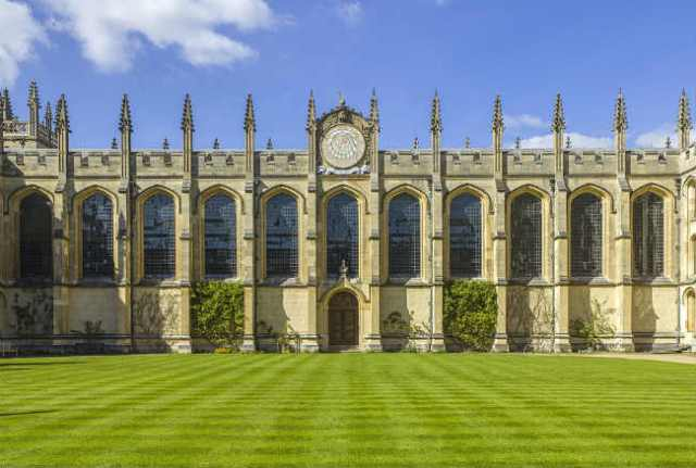 Pós-graduação em Oxford | All Souls College, University of Oxford | Foto: Andrew Shiva, via Wikimedia Commons