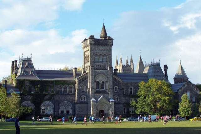 Estudar no exterior | University of Toronto | Foto: Jphillips23, via Wikimedia Commons