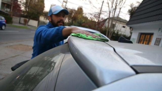 Tips para lavar el auto en casa bien a fondo