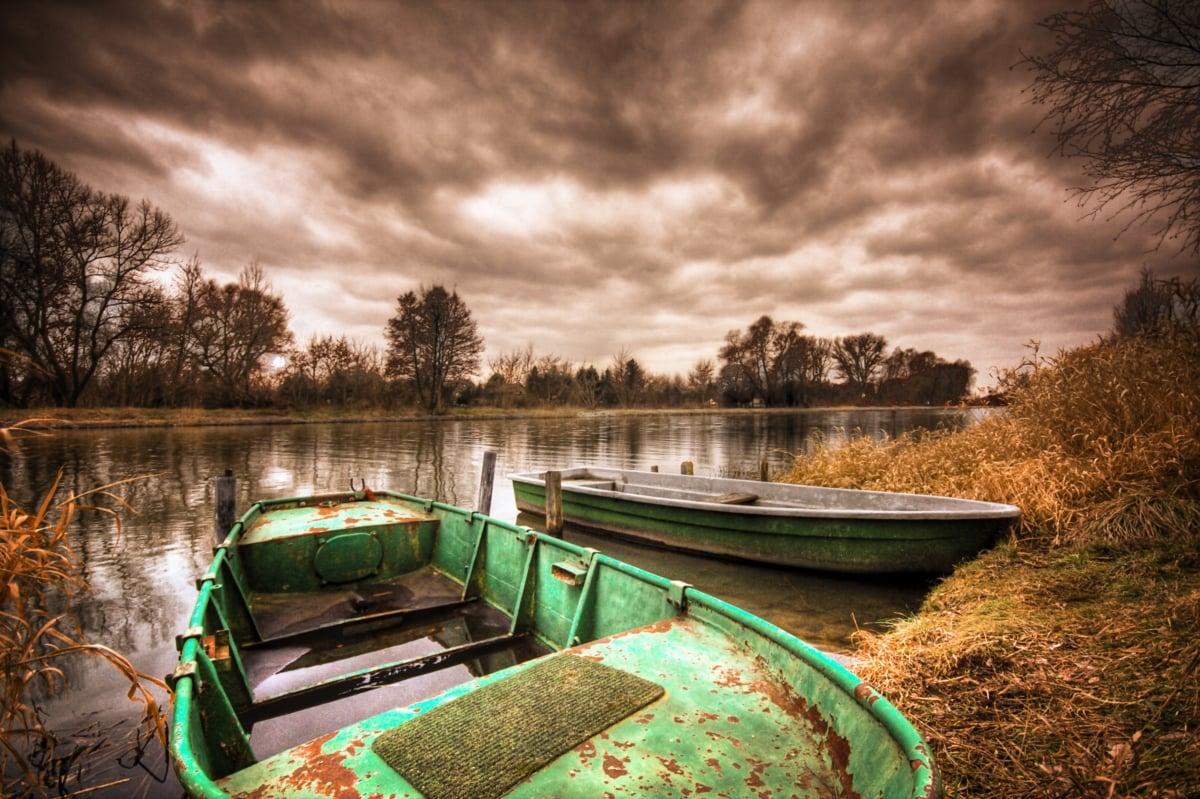 Tormenta en el lago
