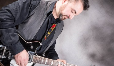 Mister Mat, Matteo Favretto con la chitarra