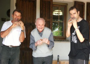 Benvenuto e Idelmo Fecchio con Fabio Galliani del Gruppo Ocarinistico di Budrio