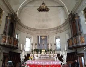 Chiesa di S. Bartolomeo in Rovigo, notiamo la doppia cantoria in stile veneziano. In questa chiesa don Antonio Burlini