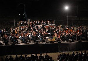 orchestra-filarmonica-campana-concerto-direttore-giulio-marazia