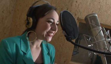 Camilla Miconi cantante microfono