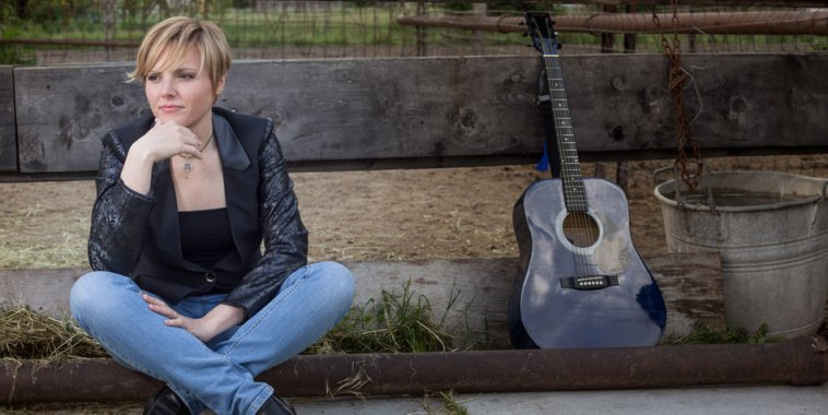 Jenni Gandolfi cantautrice chitarra