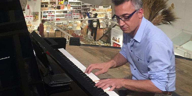 Gianluigi Nasto al pianoforte clavinova