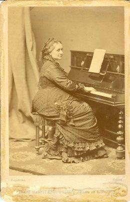 Clara Schumann al pianoforte