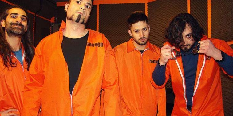 Yattafunk band vestiti di arancione