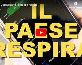 Copertina del video di Vinnie Jonez Band con la scritta in grande Il paese respira