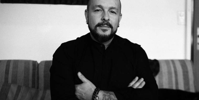 Ivan Griggio in arte Vaniggio, a braccia conserte