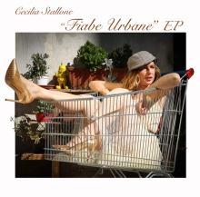 Cecilia Stallone dentro un carrello della spesa nella copertina del disco Fiabe Urbane