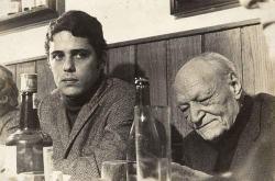 """Chico Buarque e Giuseppe Ungaretti nel 1969, al ristorante """"Al Moro"""" di Roma"""