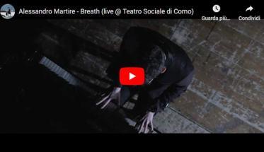 Alessandro Martire al pianoforte nella copertina del video di Breath