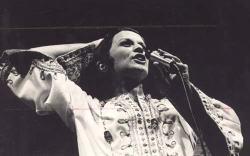 Elis Regina mentre canta | interpreti storici della Bossa Nova