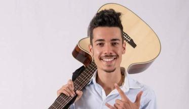 Patrick De Luca con la chitarra
