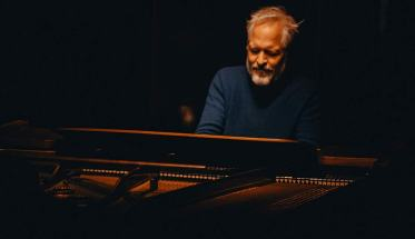 Tom Blankenberg al pianoforte