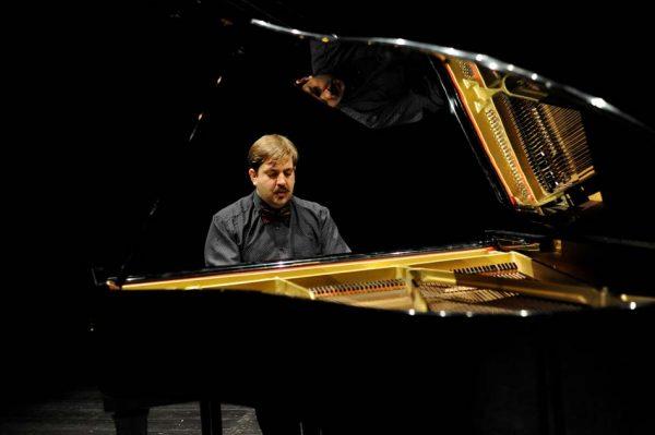 Benedetto Boccuzzi al pianoforte