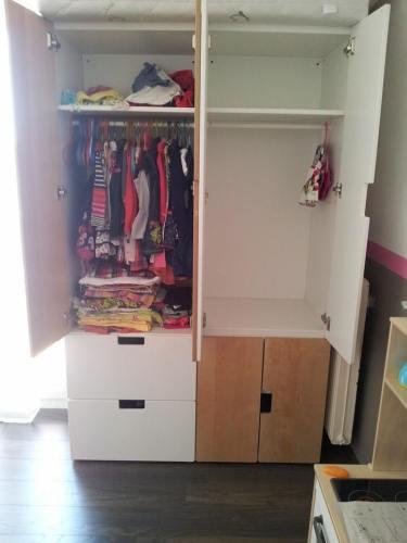 On devine quelle armoire est à qui...