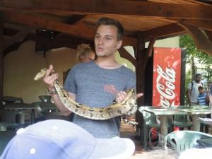 Le nouveau stagiaire de Charlotte effectue sa première animation serpents.