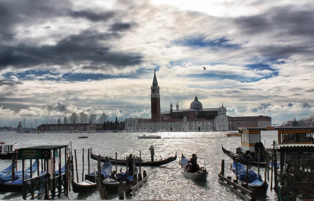 Venecia: más regulaciones, menos turistas por el día