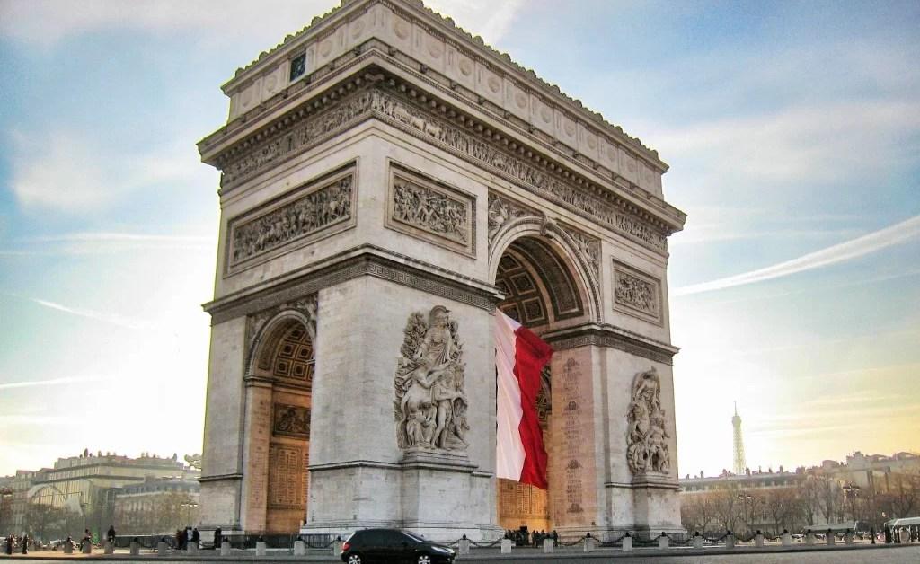 París: para 2020, sólo autos eléctricos e híbridos