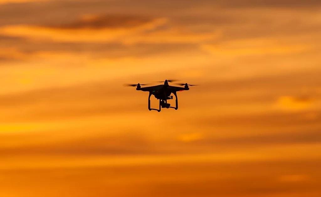 Drones y aviones, un terreno complicado de regular
