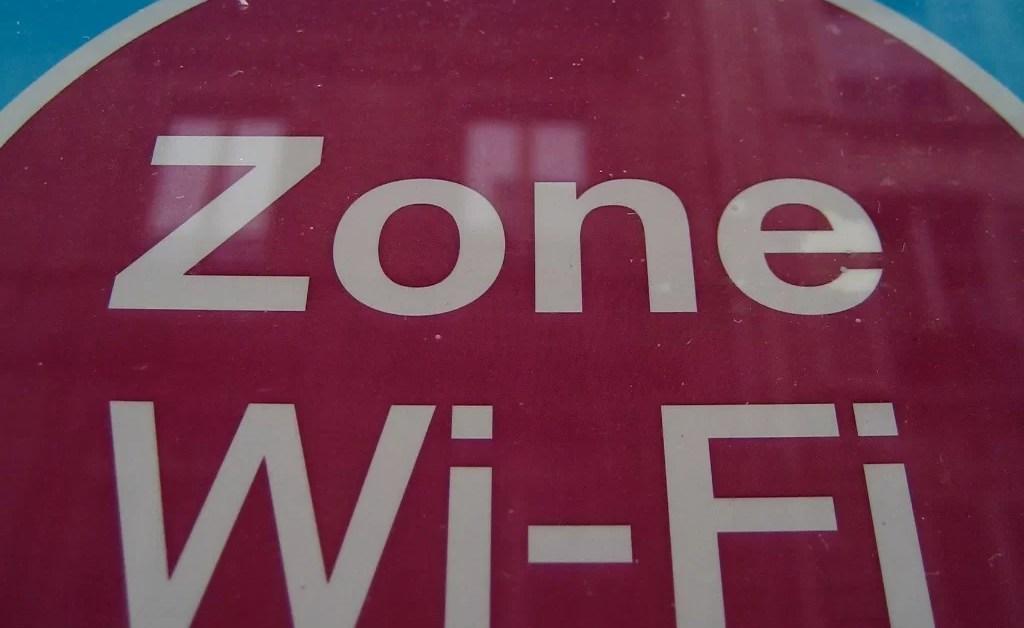 Hoteles en Estados Unidos: bloquear el WiFi personal es ilegal