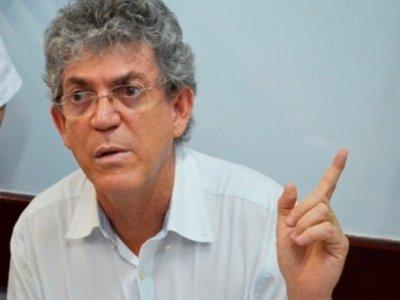 Ricardo diz que Cartaxo gasta mais do que o estado com folha de pagamento e compara obras na educação